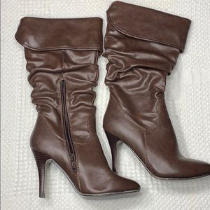 Aldo size 37 brown heel boots. Fold over top.